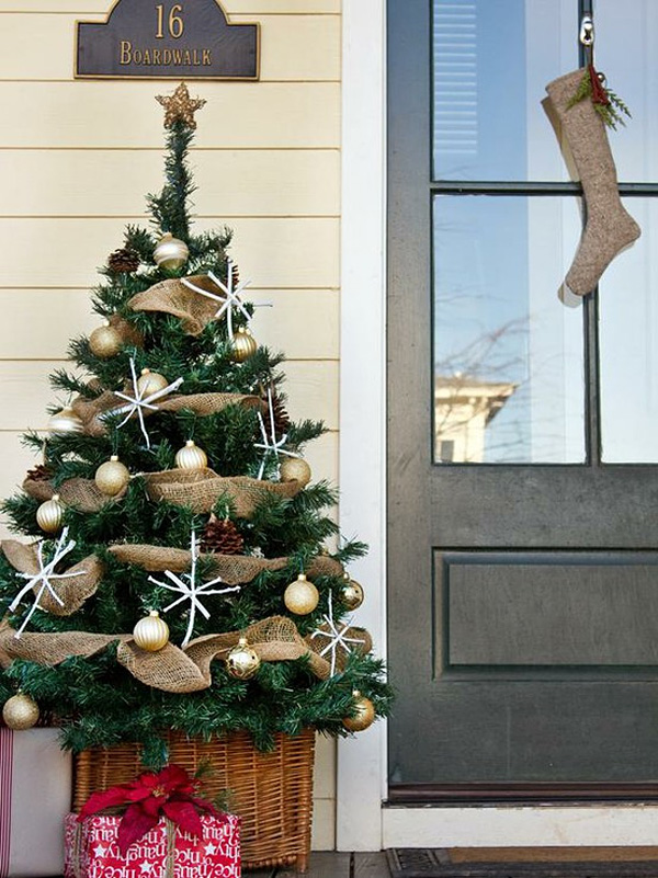 christmas-porch-decorating-ideas-17-1-kindesign