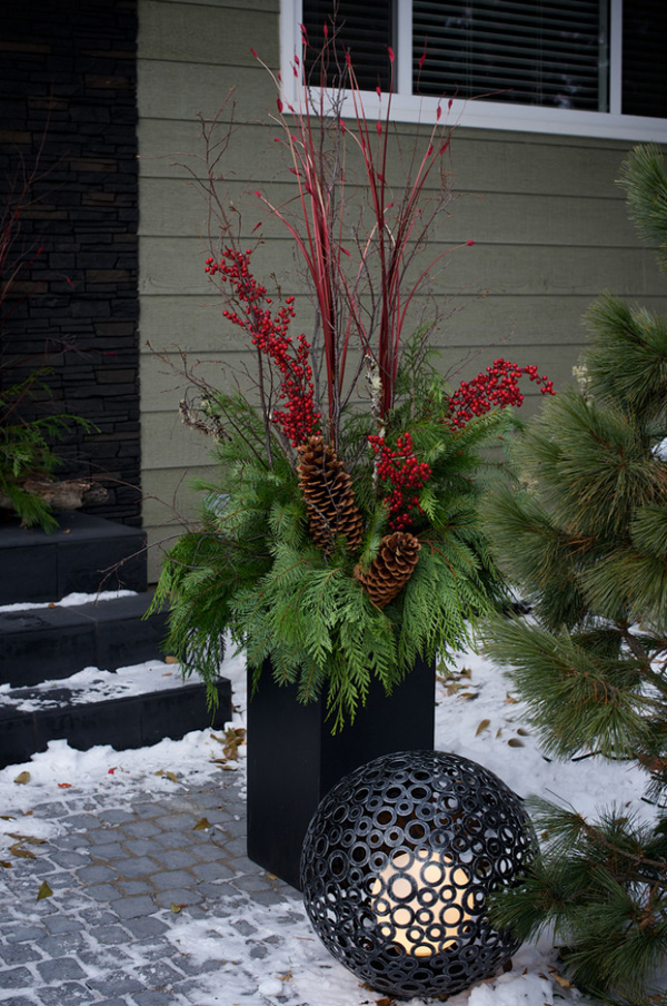 christmas-porch-decorating-ideas-47-1-kindesign